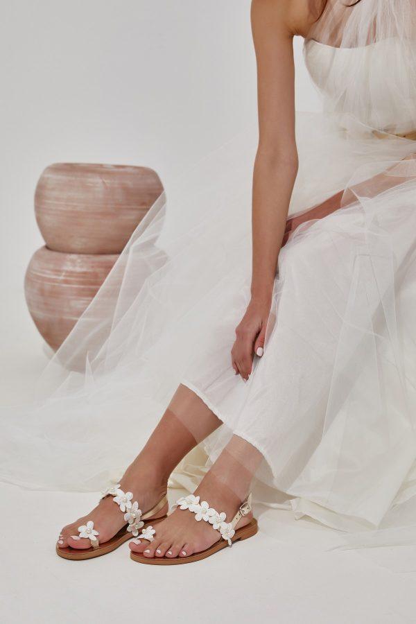 Σανδάλια για νύφη διακοσμημένα