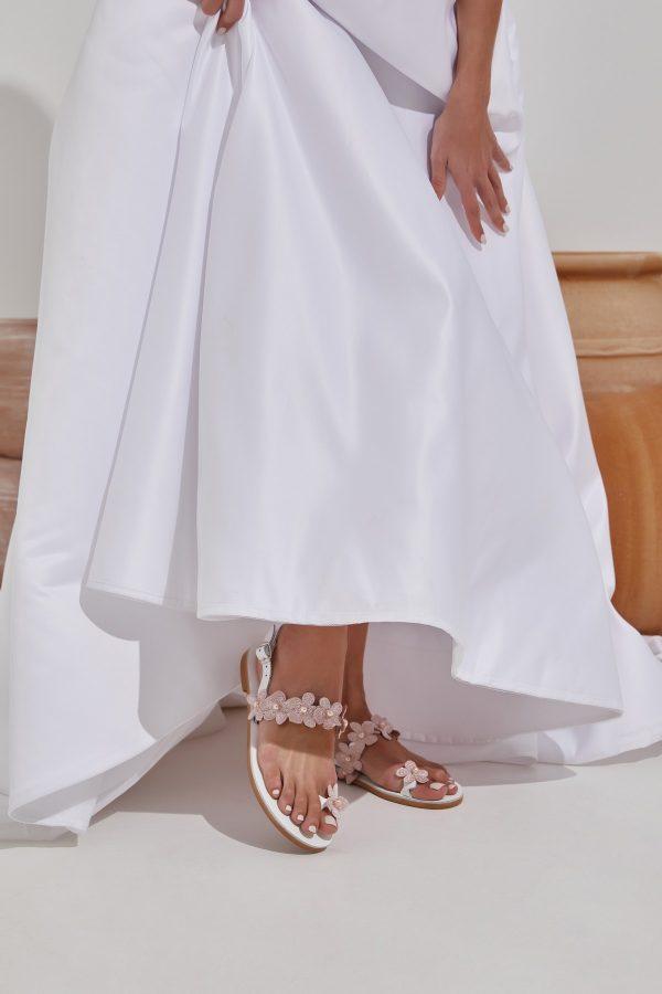Λευκά νυφικά σανδάλια