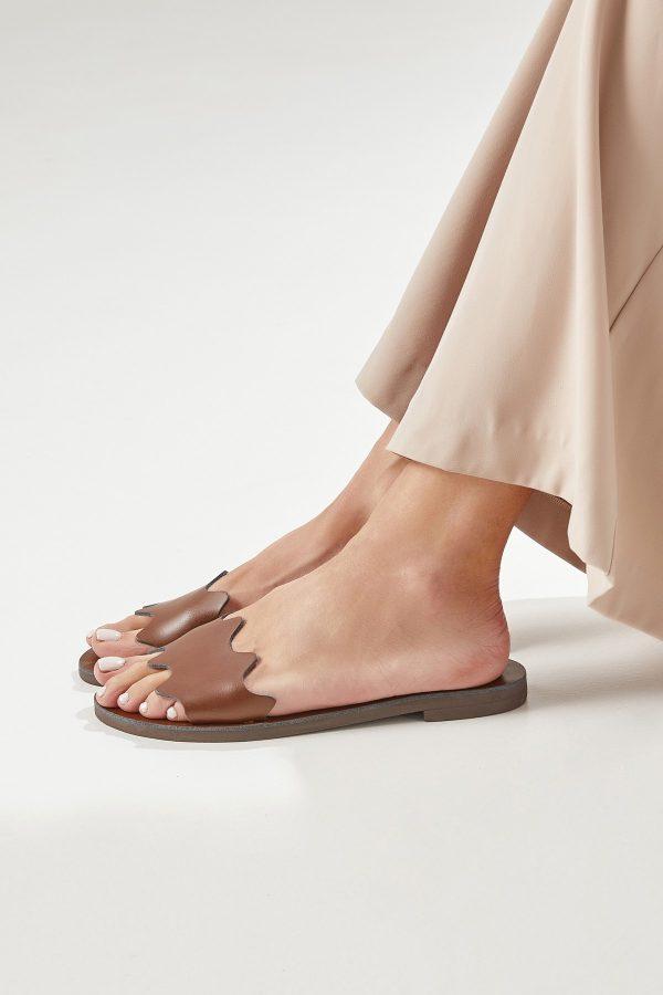 Flat Sandals Brown Woman