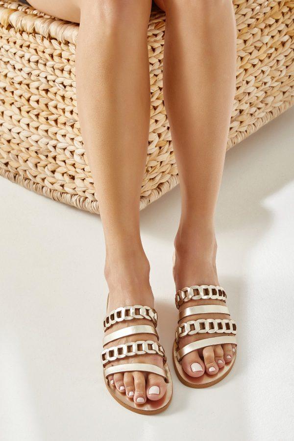 χρυσά slip on σανδάλια