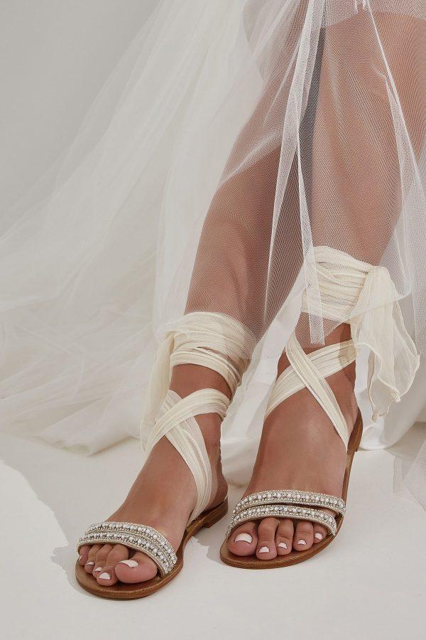 Νυφικά σανδάλια με πέρλες